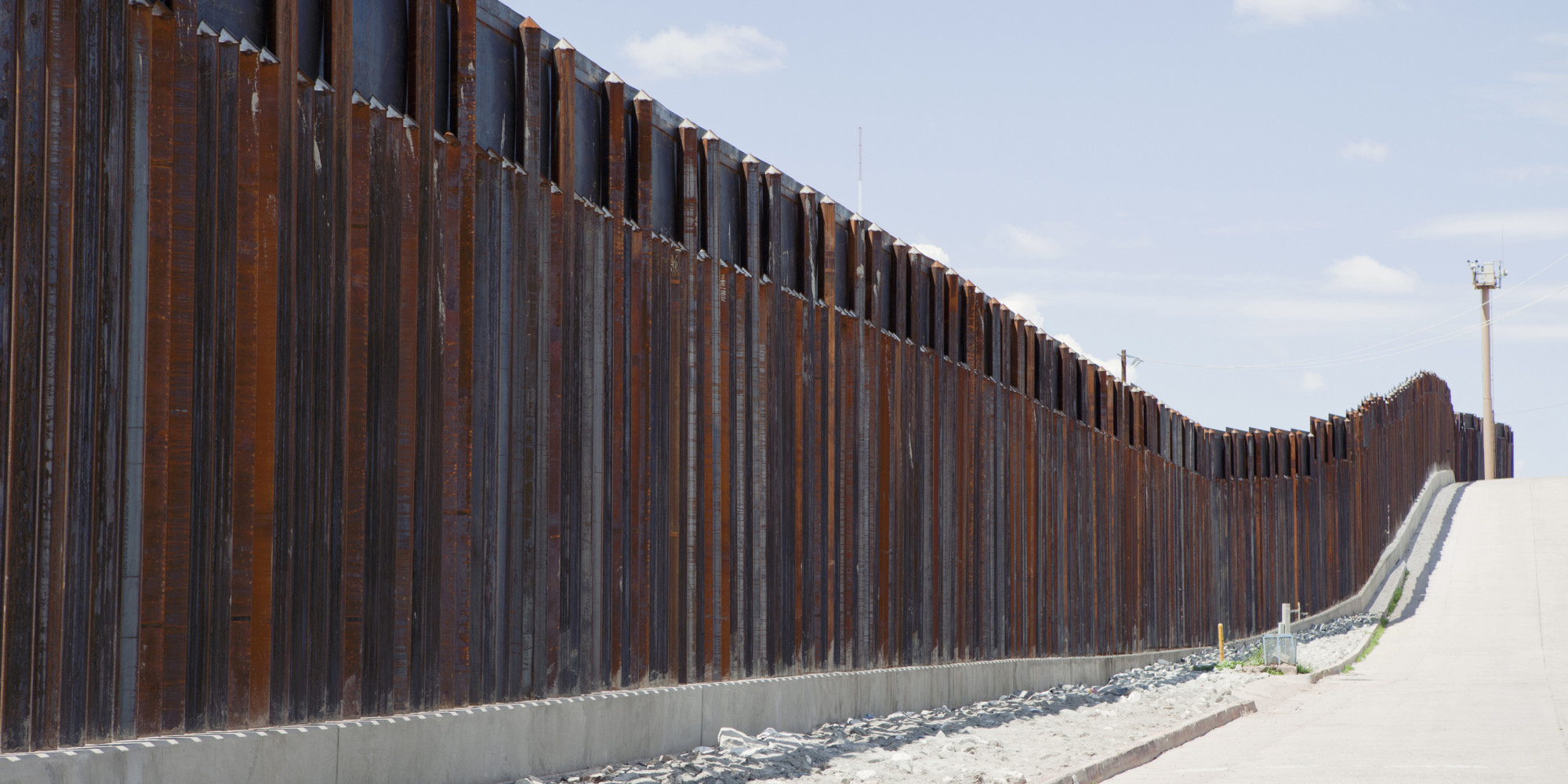 border walls 30-foot border wall prototypes erected in san diego borderlands while the mockups are massive, it's anybody's guess whether they'll ever get built.